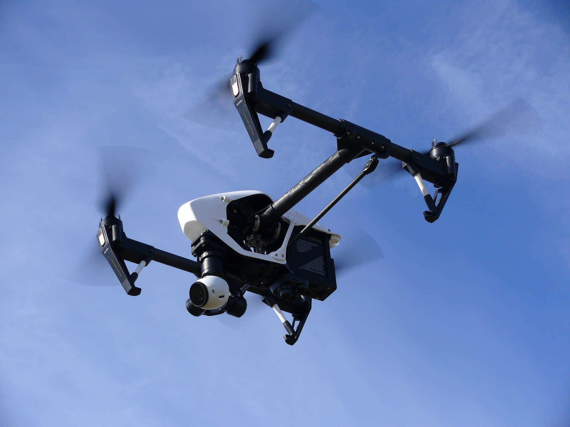Aumentan los pilotos de drones que funcionarán de radares aéreos